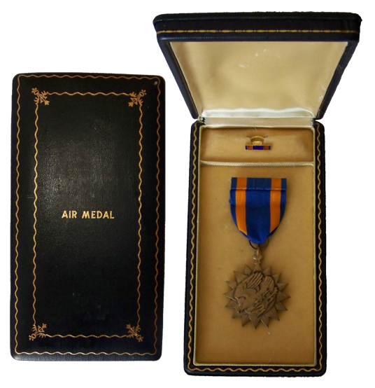 LES DECORATIONS US - Page 2 Air-medal-box-lux...r-ii---r-229841a